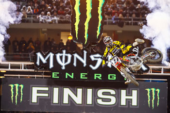 Victory in Oakland puts Tomac in control of West Coast Lites series
