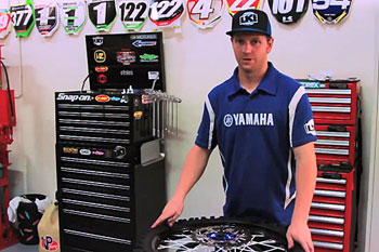 WRD Moto Mechanic: Changing Tyres