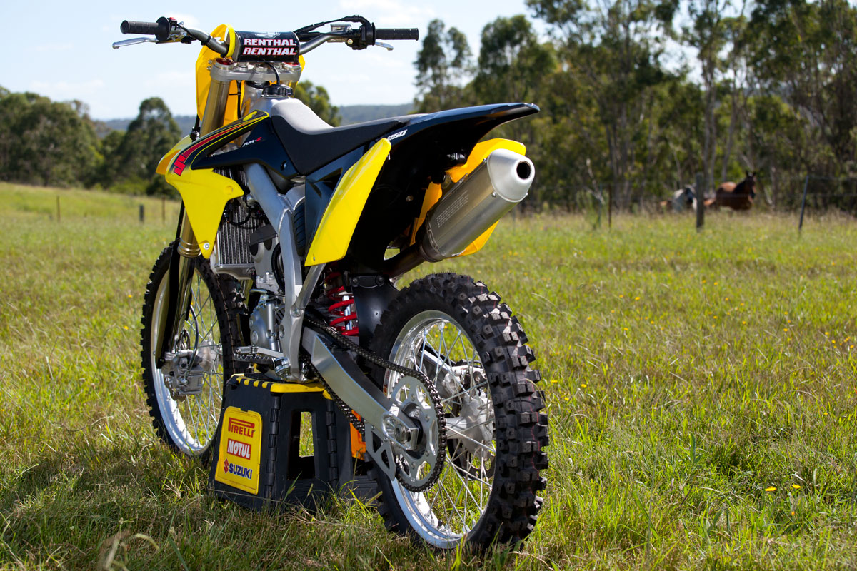 tested 2015 suzuki rm z250. Black Bedroom Furniture Sets. Home Design Ideas