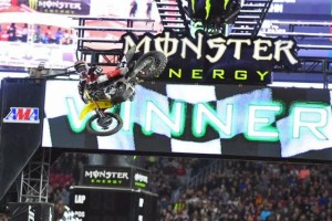 Roczen races to first supercross win of the year in Glendale