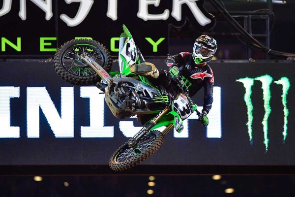Tomac takes third supercross win of the year in Arlington