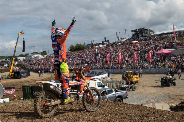 Herlings stamps authority with 1-1 scorecard at MXGP of France