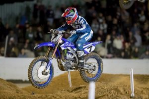 Long overcomes fractured ribs with season-best result