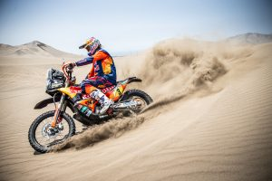 Dakar victor Price 'lucky' to make it halfway with broken wrist