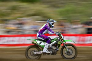 Tomac steals points lead with dominant Fox Raceway victory